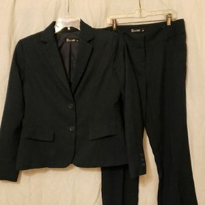 7th Avenue women's pants suit
